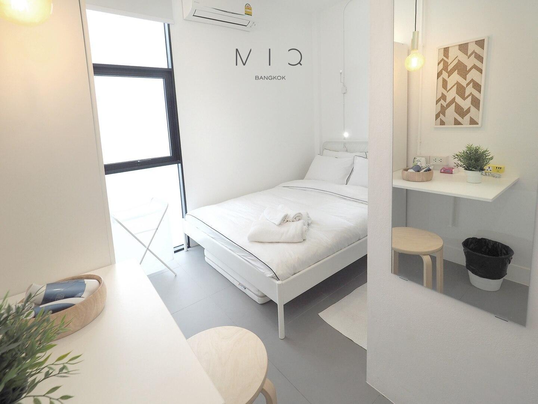 MIQ2 Silom BTSandMRT Mahanakhon Sky Deck 300mb Wifi