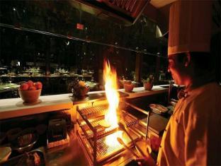 Waterstones Hotel Mumbai - Food and Beverages