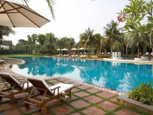 Waterstones Hotel Mumbai - Swimming Pool