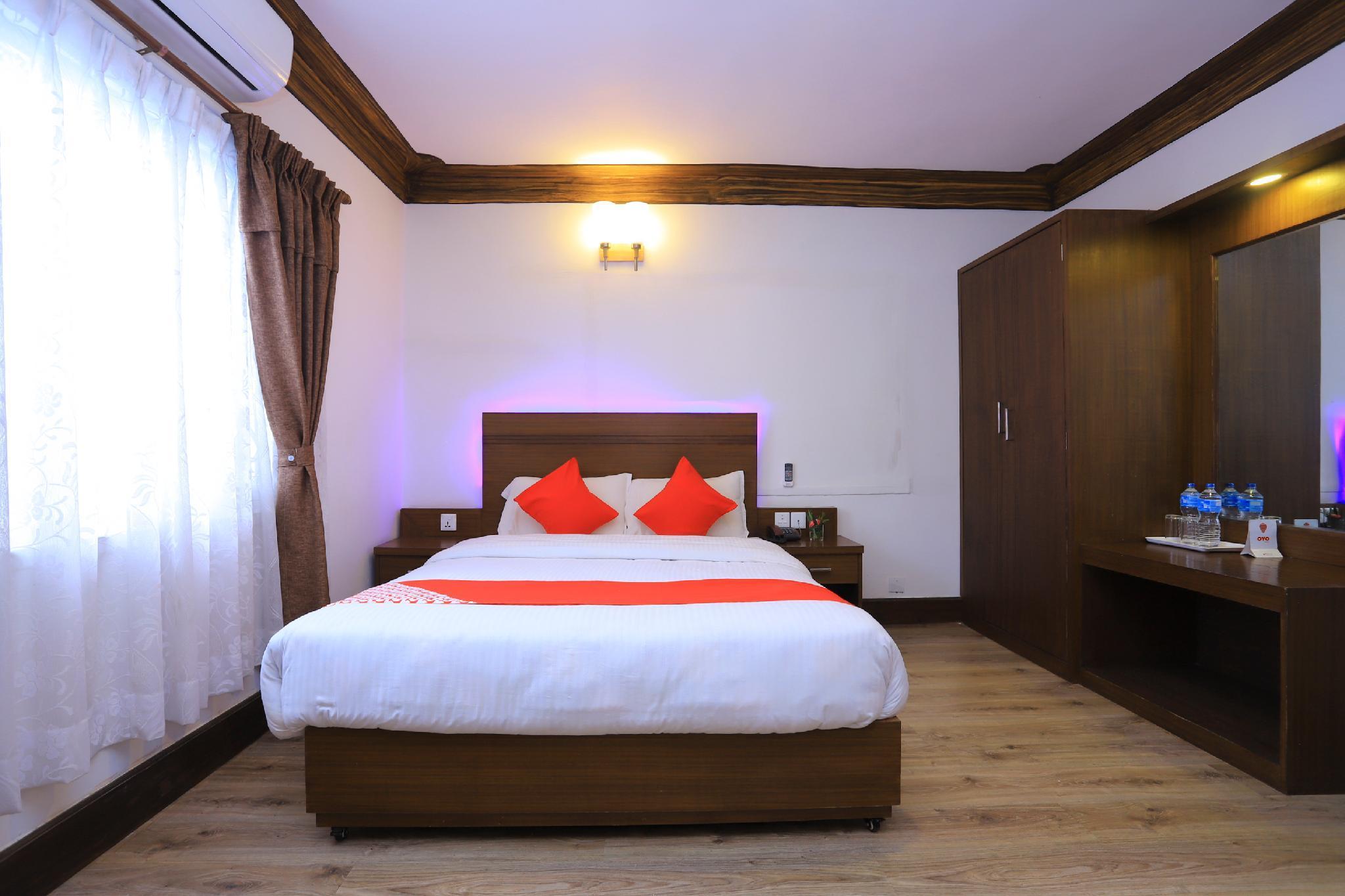 OYO 591 Hotel Blue Moon