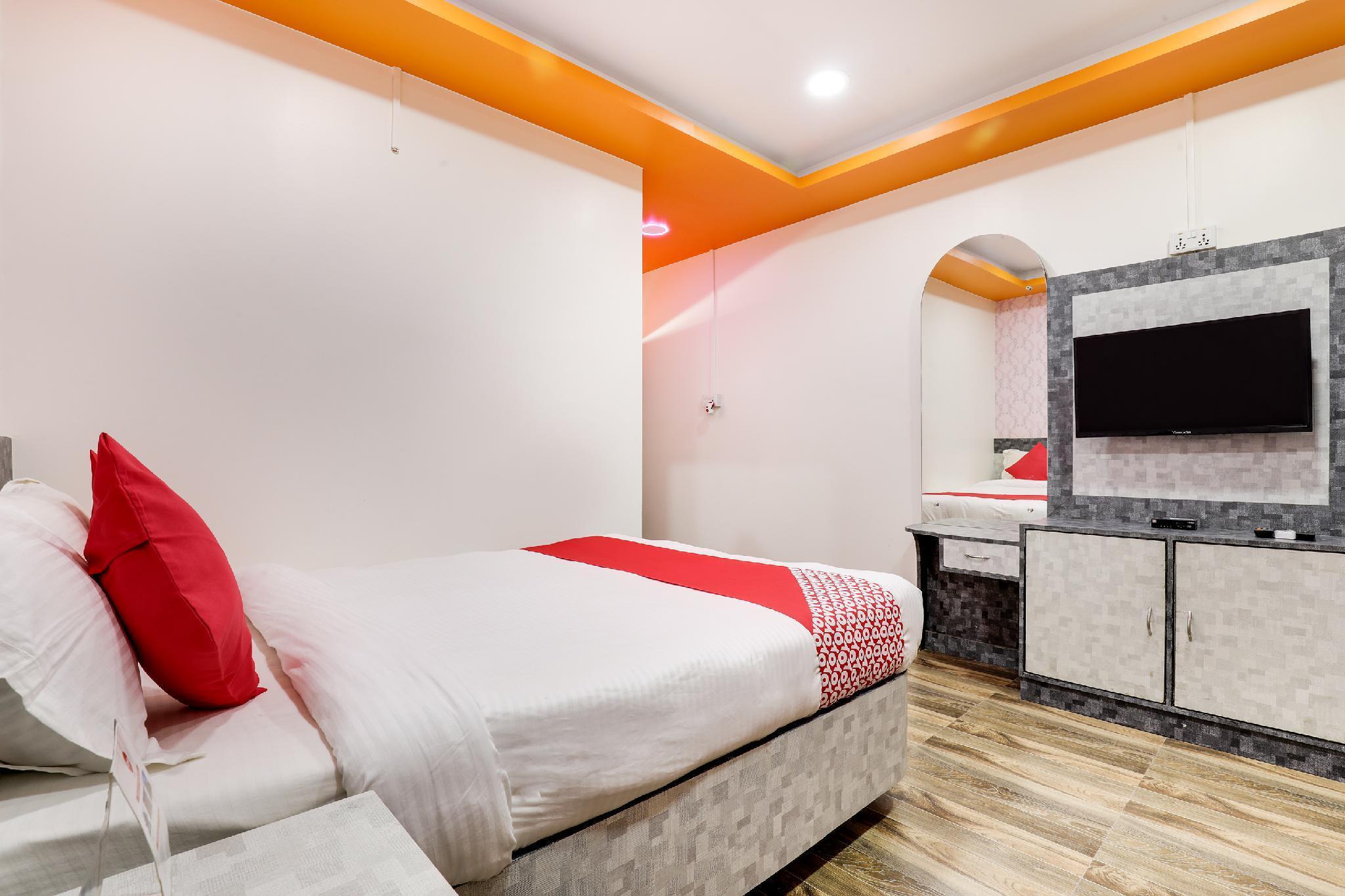 OYO 585 Hotel Raj Durbar And Navrang Resort