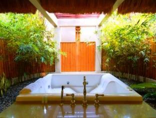 Eskaya Beach Resort and Spa Panglao Island - Bathtub