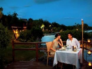 Eskaya Beach Resort and Spa Panglao Island - Dining by the Beach