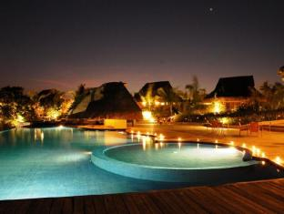 Eskaya Beach Resort and Spa Panglao Island - Piscina