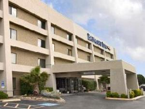 Baymont Inn & Suites Arlington DFW at Six Flags Drive