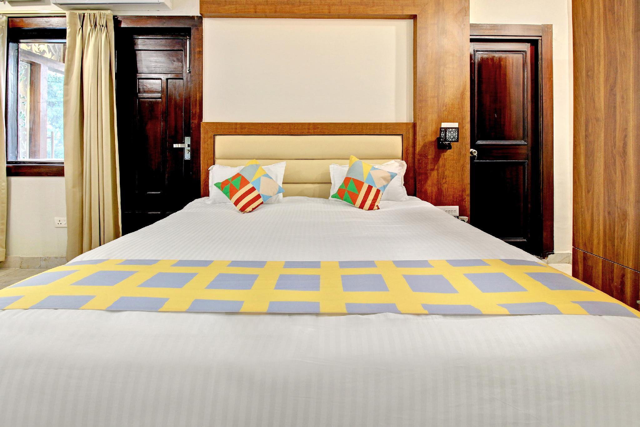 OYO 40438 Luxurious Stay In Dehradun