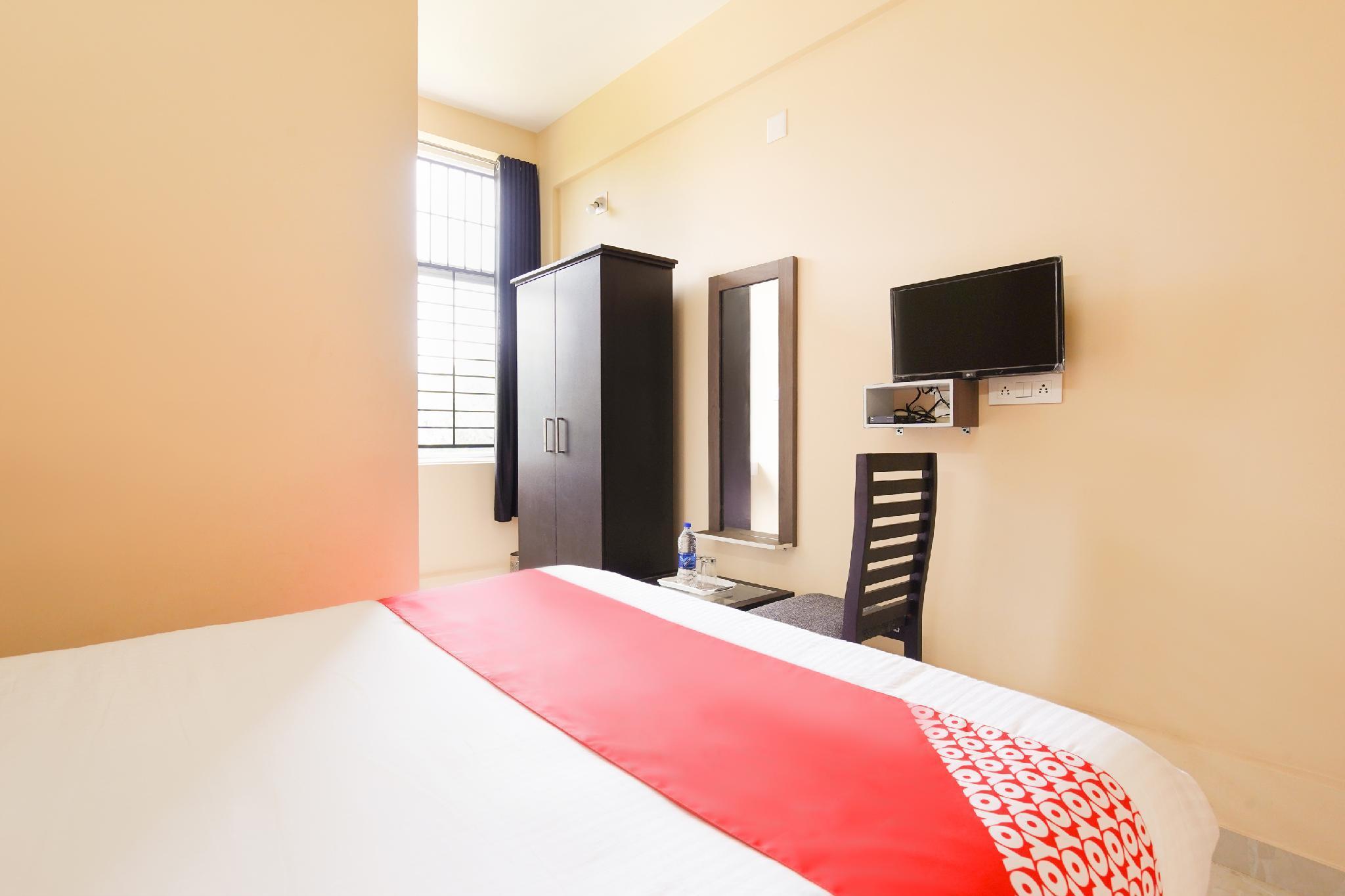 OYO 49965 Golden Residency
