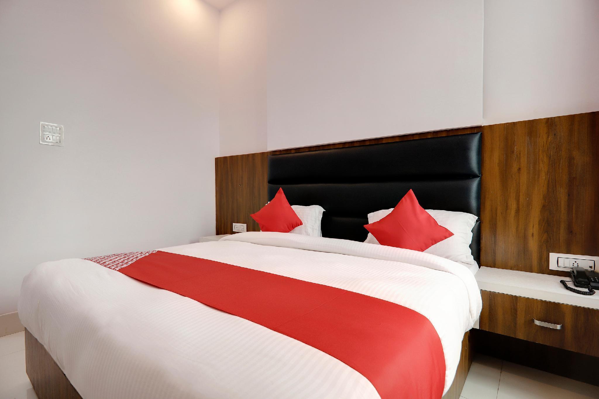OYO 49796 Hotel Royal Palace