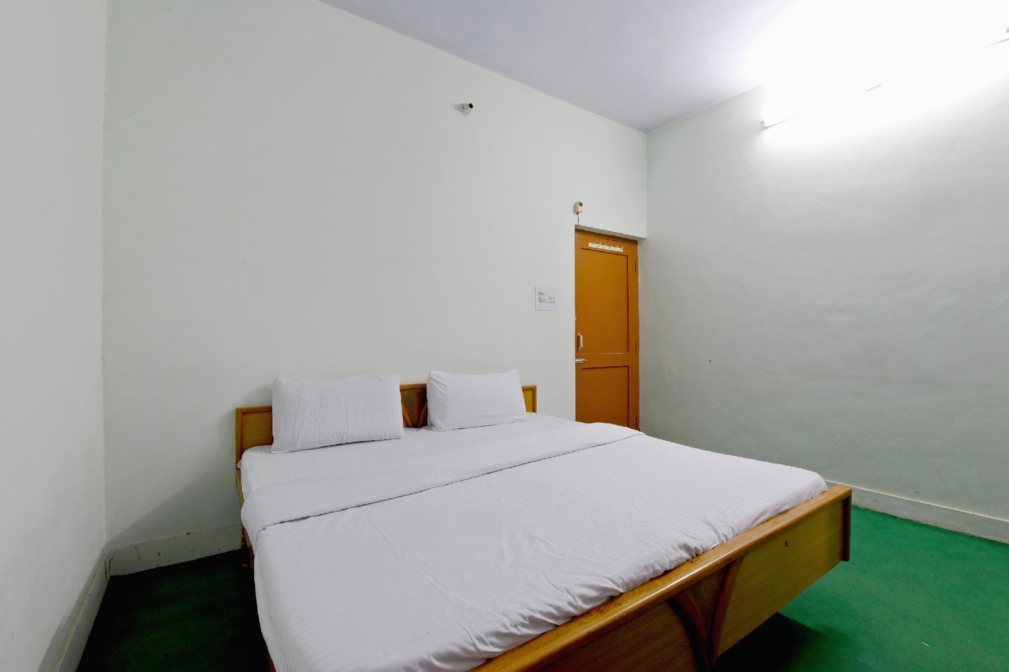 SPOT ON 42384 Hotel Sea Rock