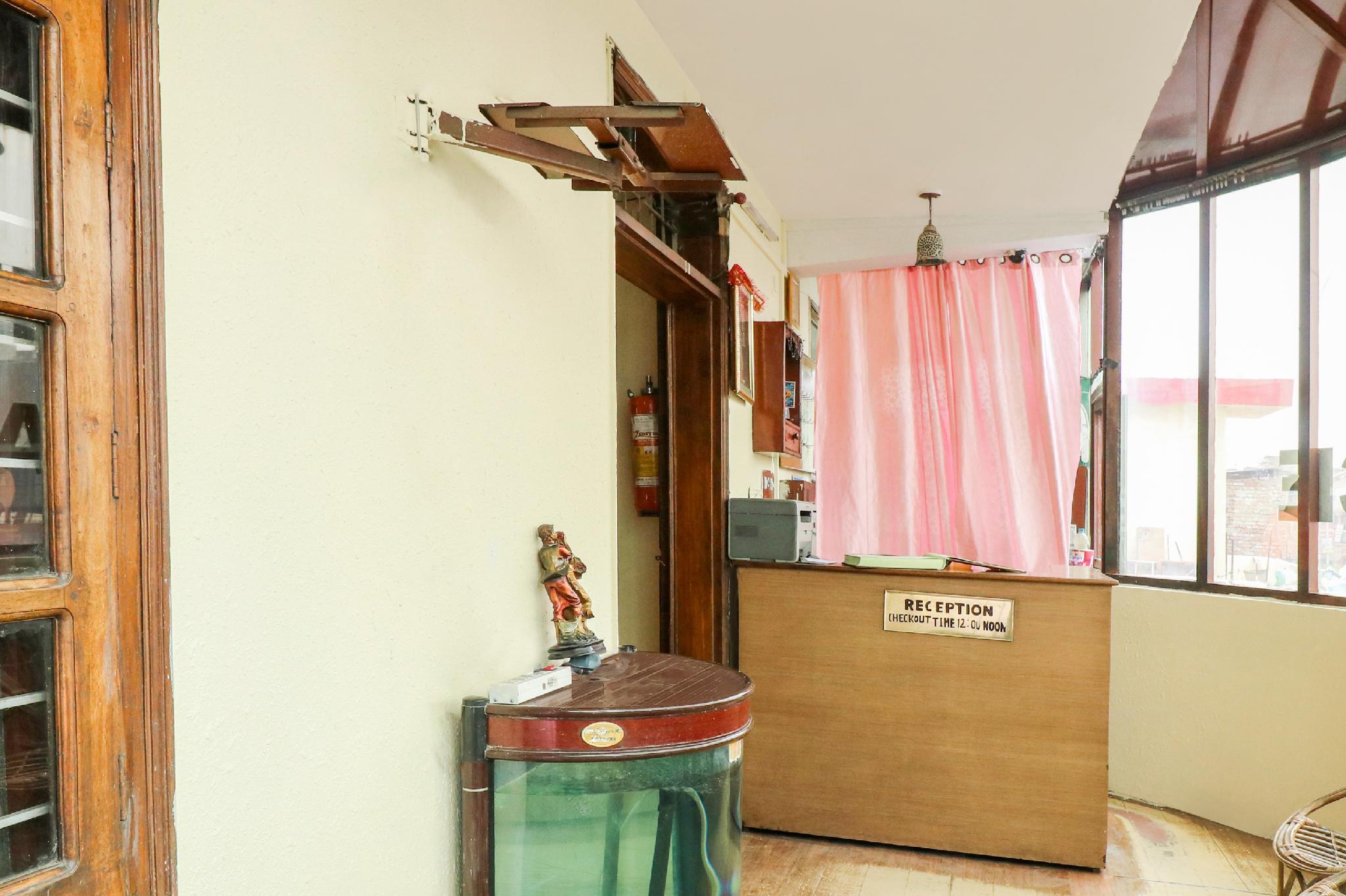 SPOT ON 45932 Hotel Shiv Palace