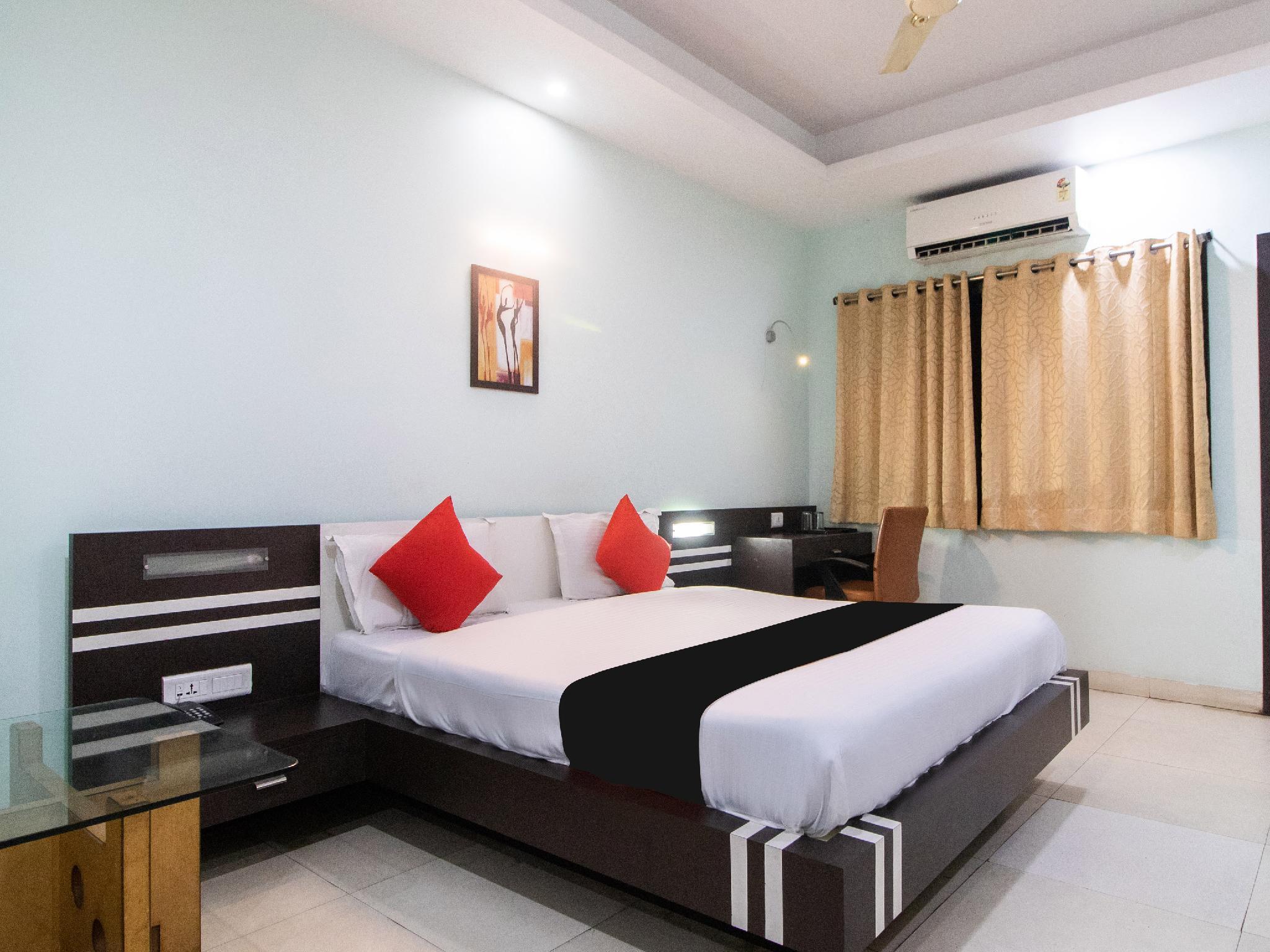 Capital O 60758 Shivam Inn