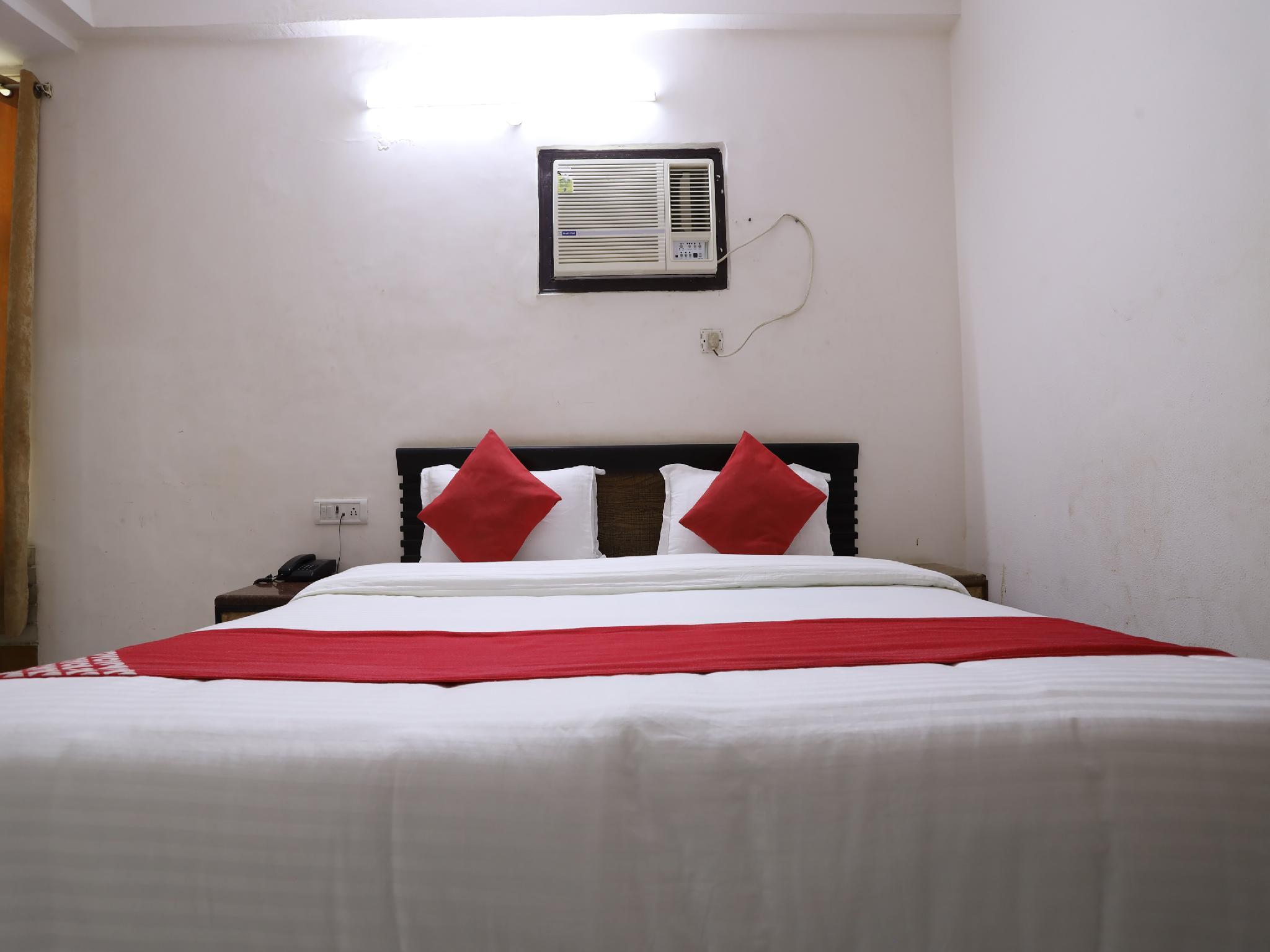 OYO 60476 Hotel Silver Rooms