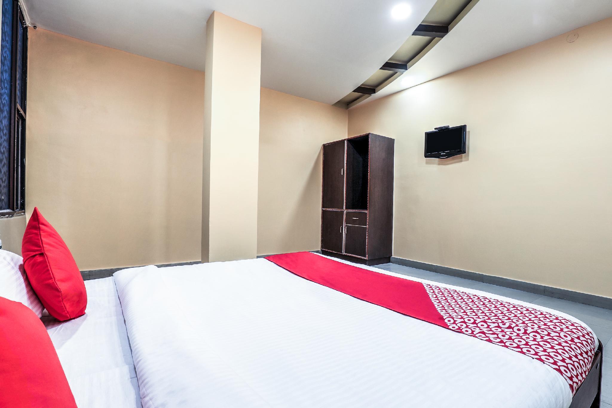 OYO 13775 Sathya Lodge