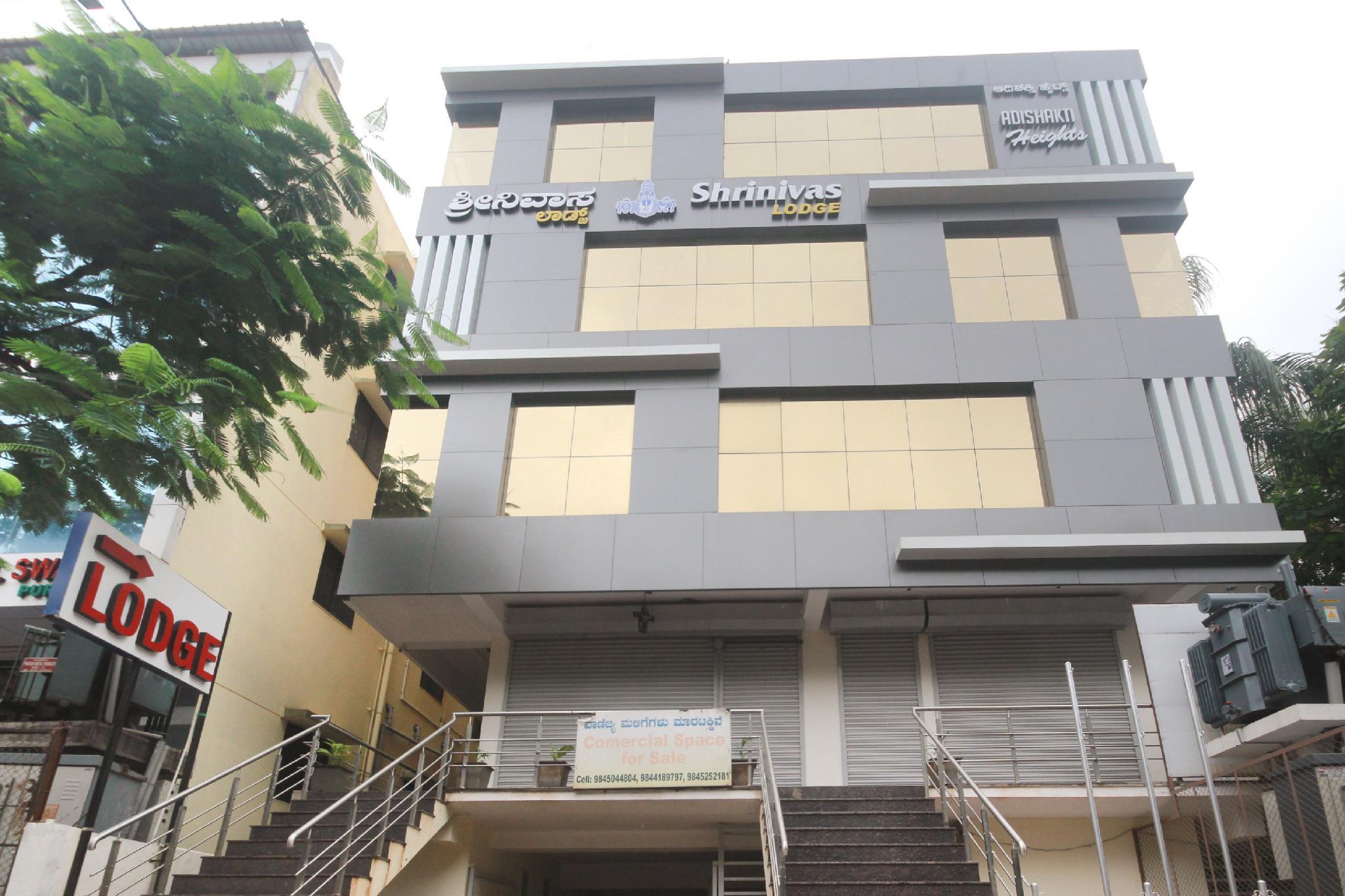 OYO 45929 Shrinivas Lodge