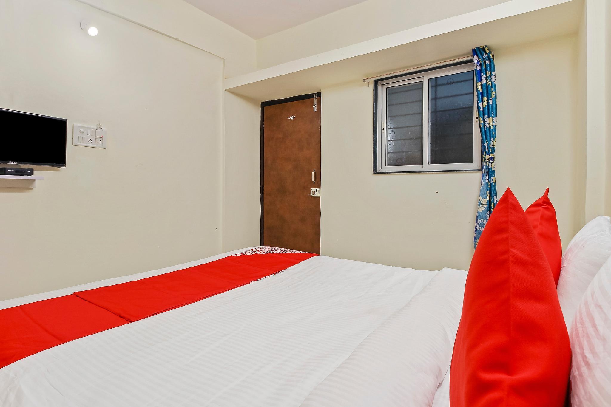 OYO 42962 Alok Hotel