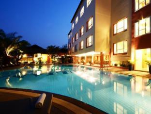 Juliana Hotel Phnom Penh - Swimming Pool