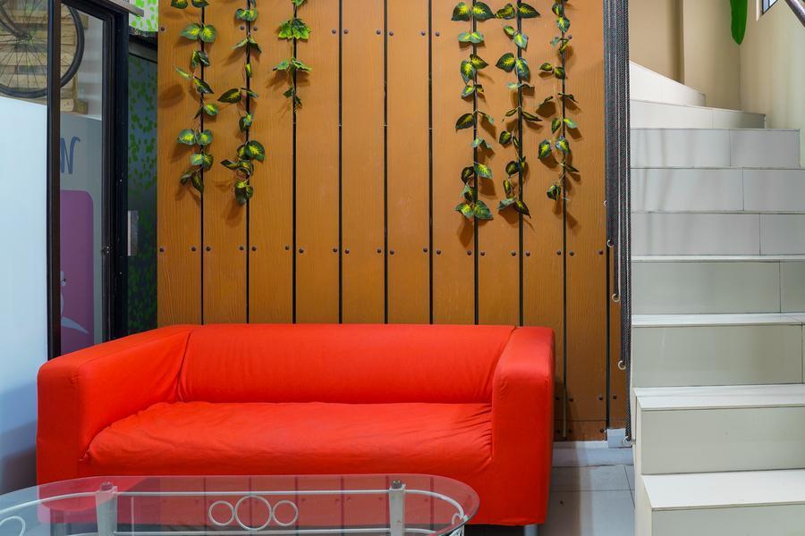 RedDoorz Hostel Near Mall Boxies 123