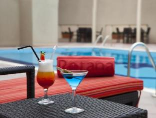 Jumeira Rotana Hotel Dubai - Swimming Pool