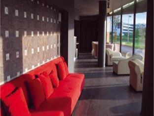 Quality Only Suites CDG Airport Parigi - Hall