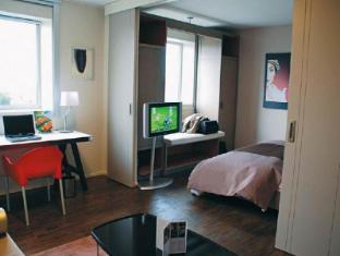 Quality Only Suites CDG Airport Parigi - Camera