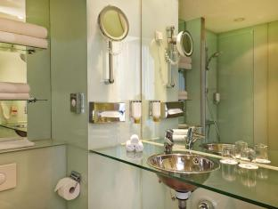 라마다 호텔 베를린 미테 베를린 - 화장실