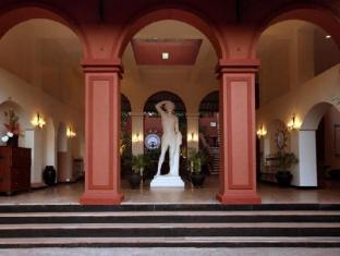 Pride Sun Village Resort and Spa Észak Goa - Bejárat