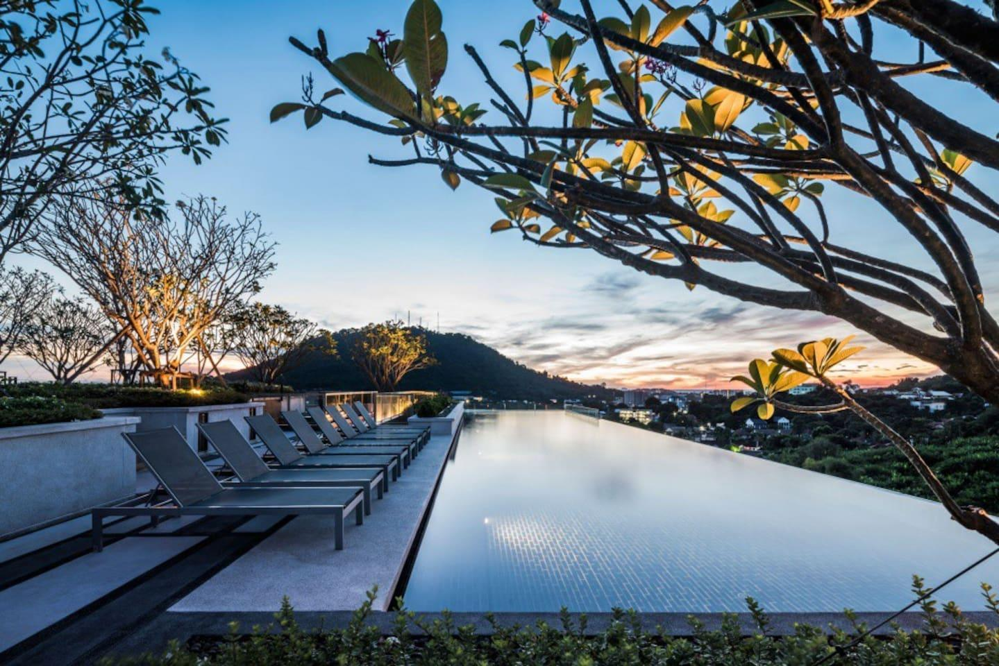 Luxury Room And Roof Top Pool In Phuket Town  H273