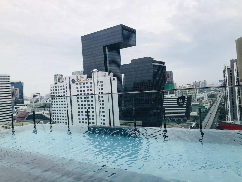 Bangkok Centre Luxury Apartment Infinity Pool