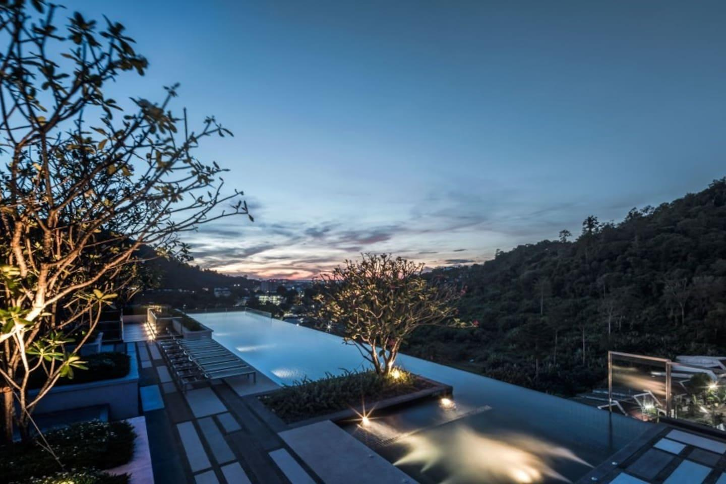 Luxury Room And Roof Top Pool In Phuket Town  H159