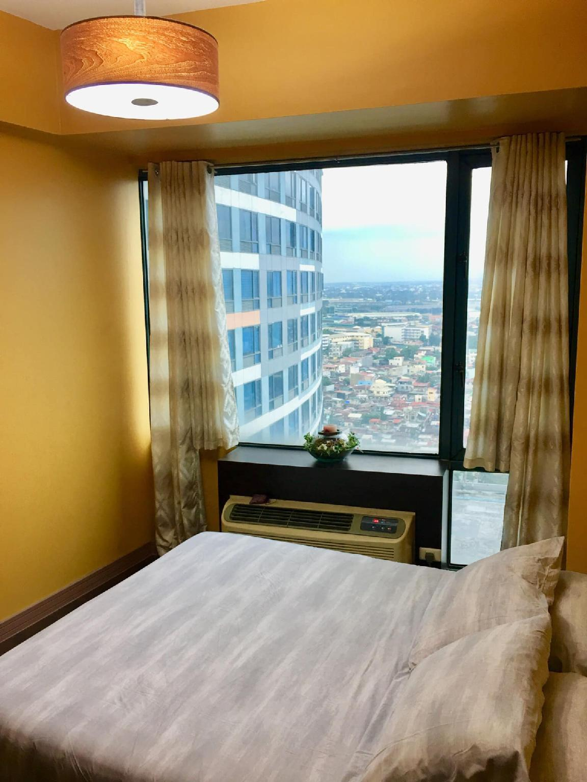 1BR@ EASTWOOD CITY-PANORAMIC VIEW OF CITY SKYLINE