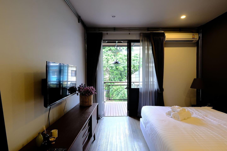 IRON32 40SQM Room withTerrace near Night Bazaar อพาร์ตเมนต์ 1 ห้องนอน 1 ห้องน้ำส่วนตัว ขนาด 40 ตร.ม. – ไนท์บาร์ซา