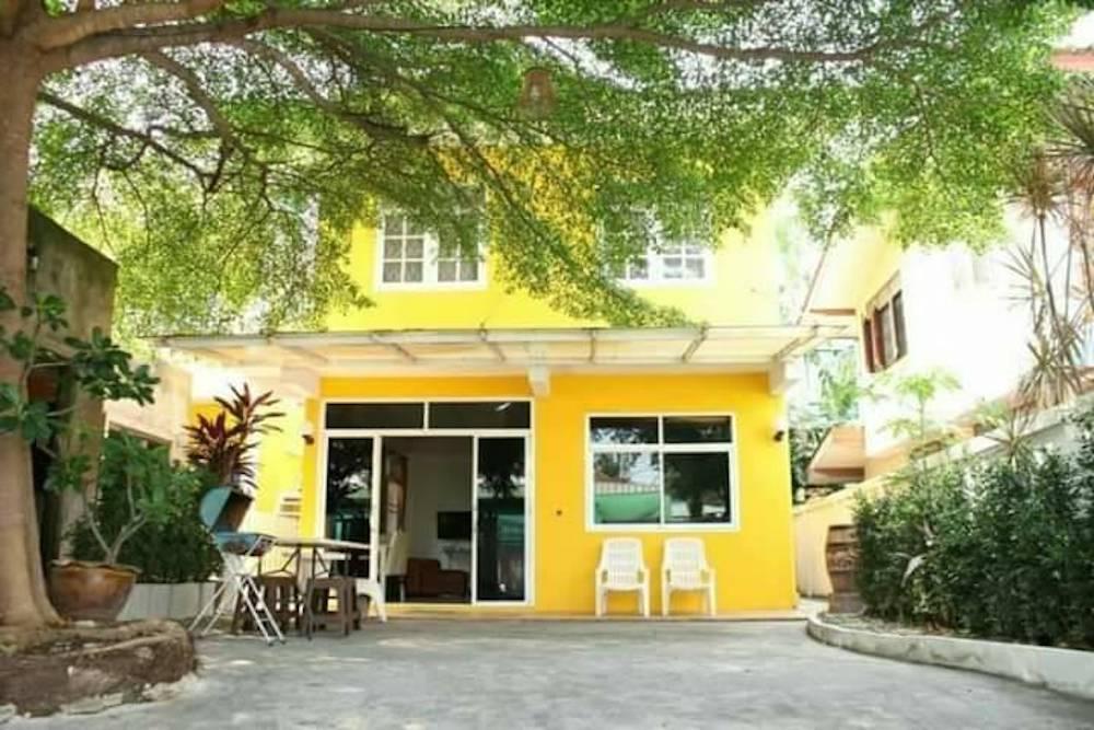 BaanPakKhunya  Yellow House