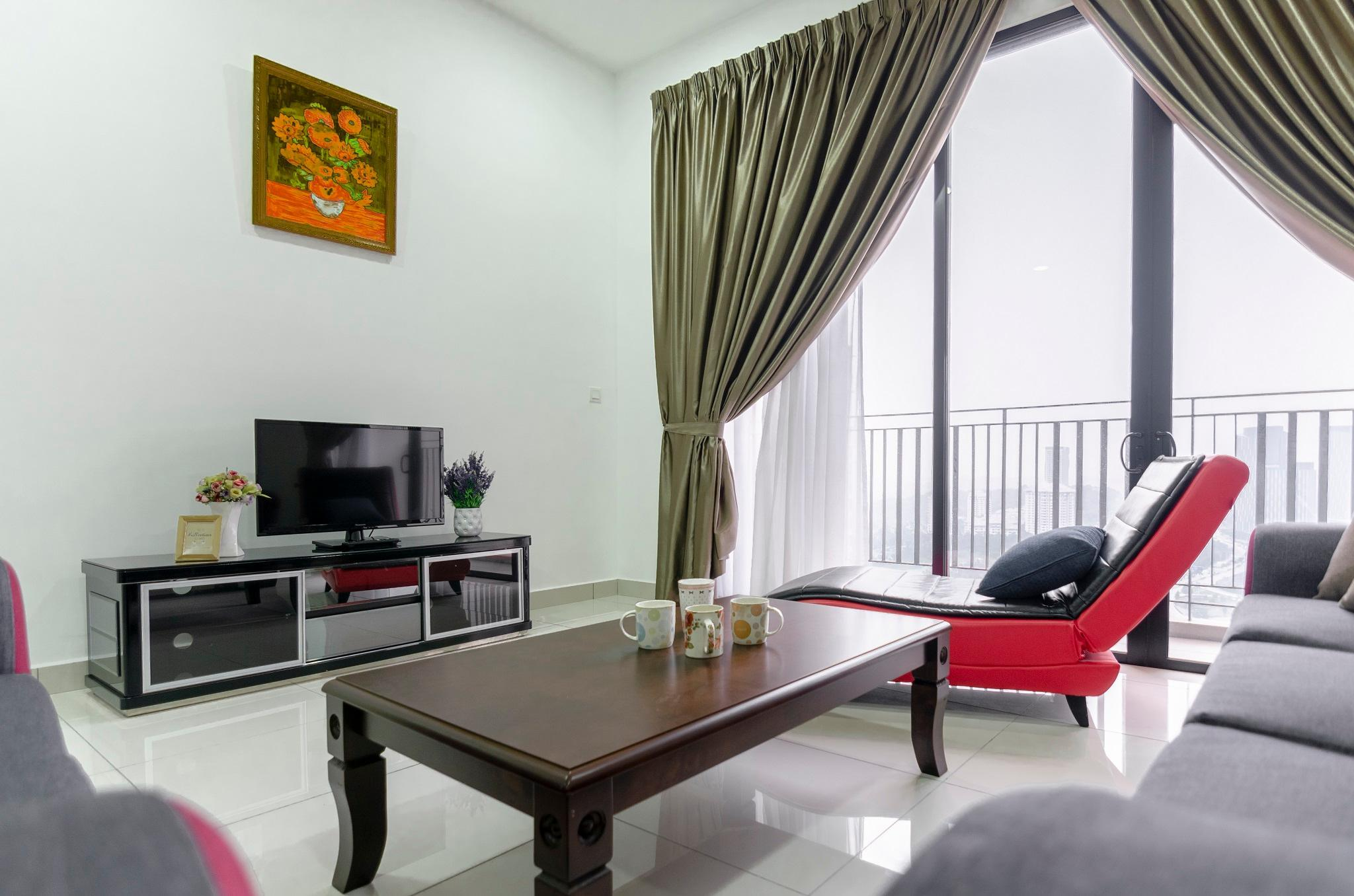 High Floor 3BR Clio Suites Near IOI + Parking