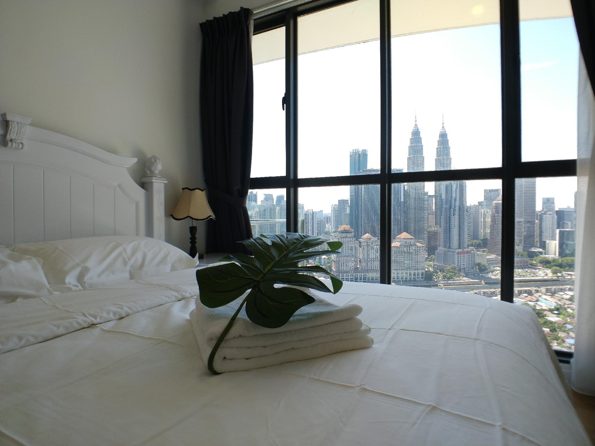 2BR Suite With Fantastic Twin Towers View B26