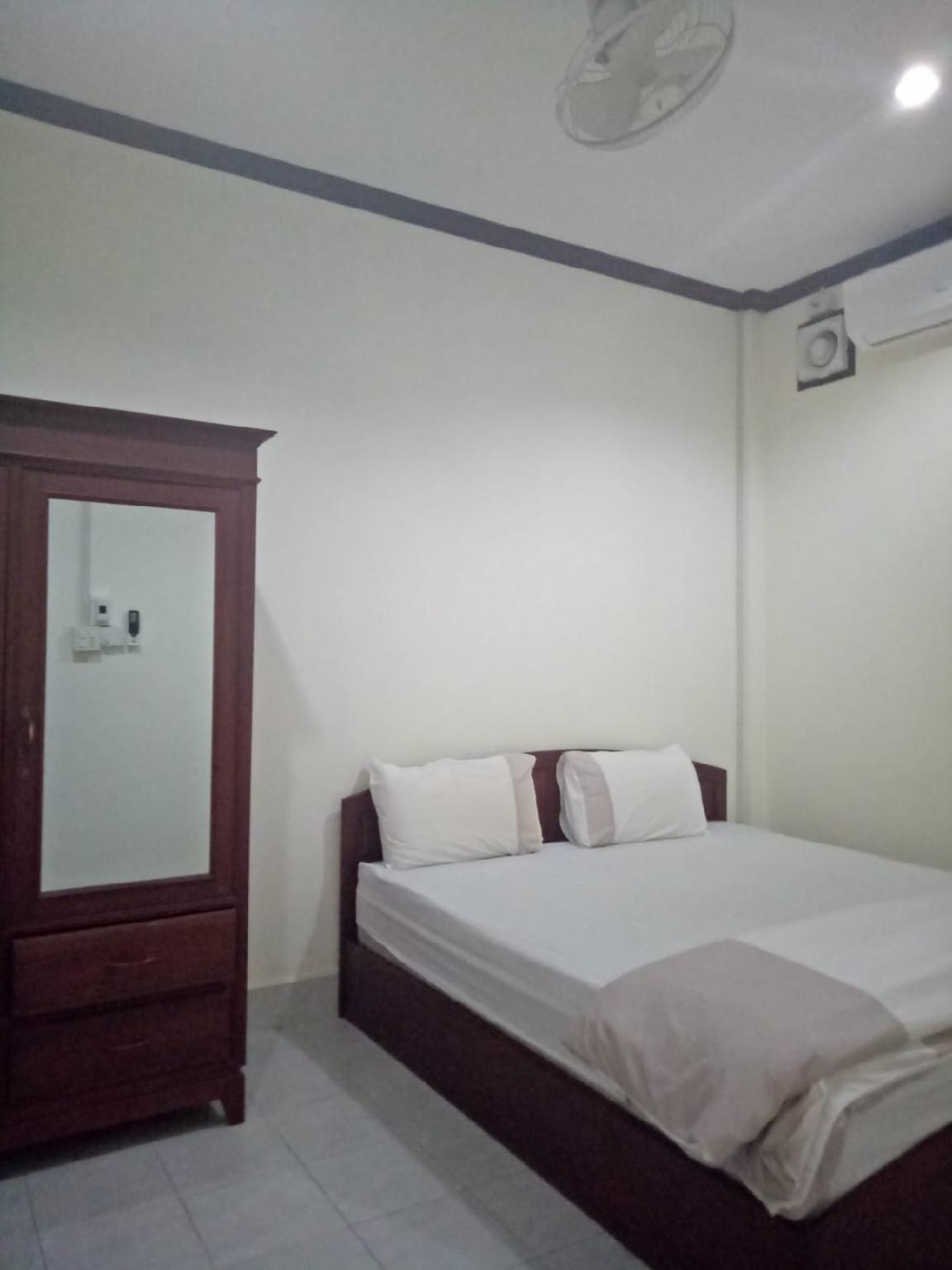 Par Eieng Apartment Room Service