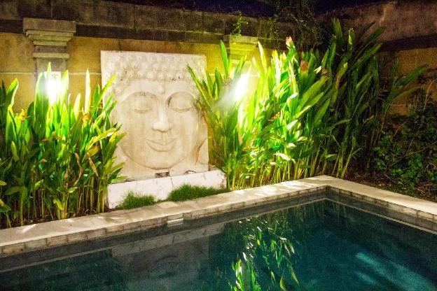 New 3 bed luxury pool villa 5 min to Canggu Beach