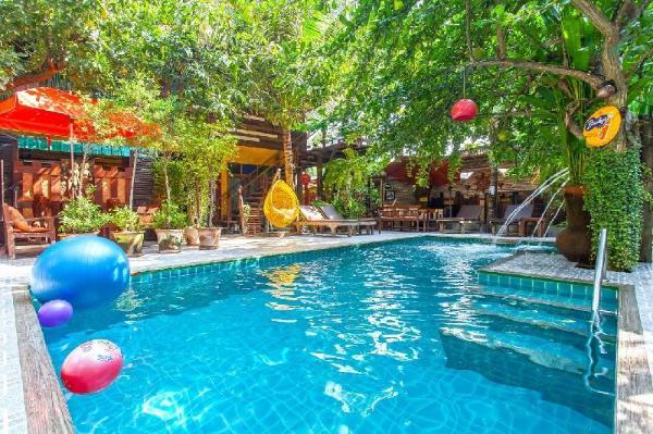 Green Lushy Home 15BR  Sleeps 32 w/Pool&Breakfast Chiang Mai