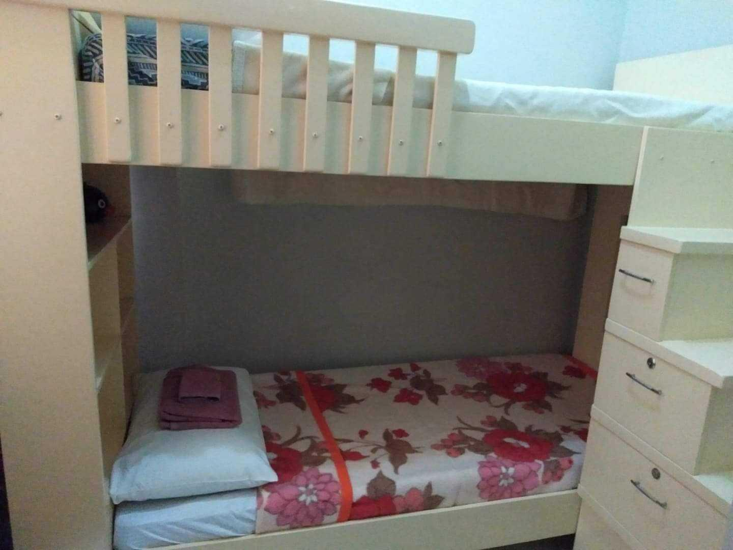 4-5 Pax Fully Furnished 2-BR Unit Near NAIA