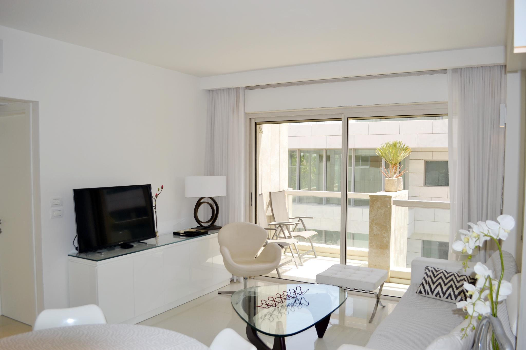 Beautiful Apartment   2 Min From The Beach  H1