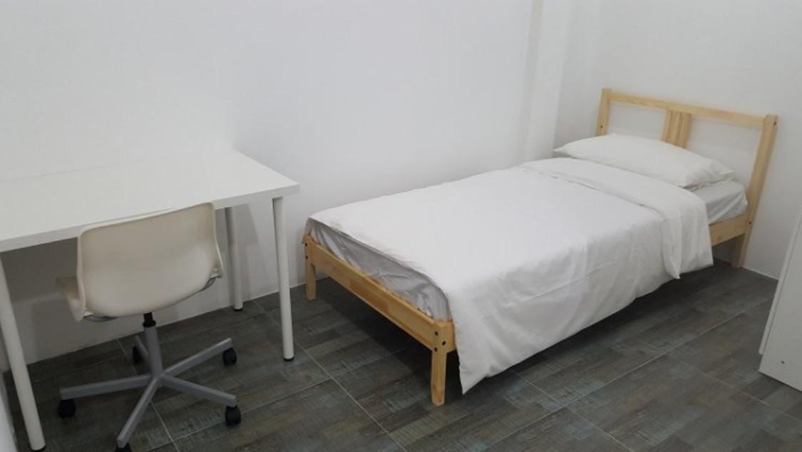 Relax Lodge BKK Single Room Private Bathroom 4
