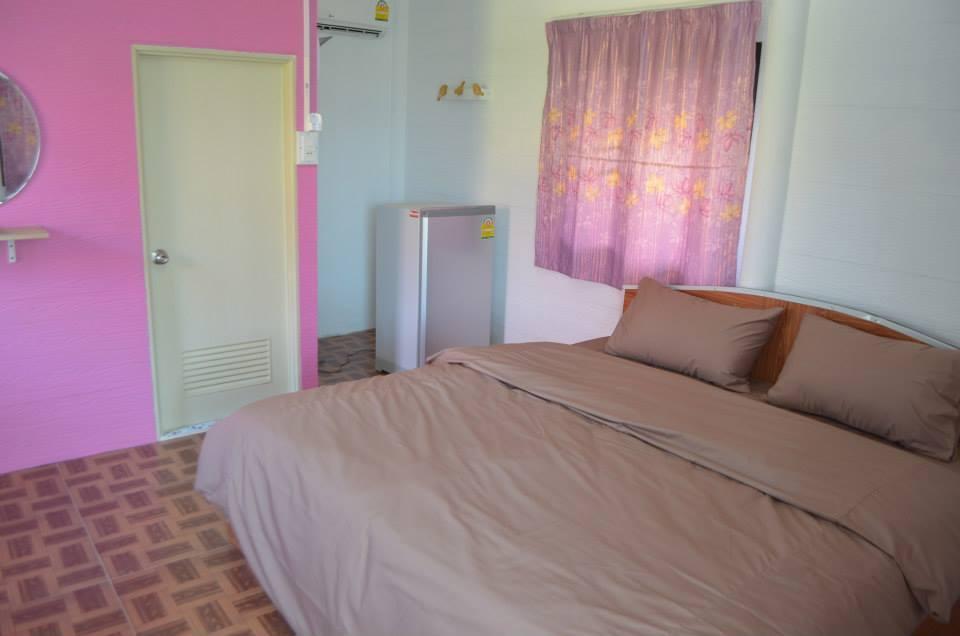 Baan see-chompoo (pink house) บ้านเดี่ยว 1 ห้องนอน 1 ห้องน้ำส่วนตัว ขนาด 30 ตร.ม. – วังน้ำเขียว