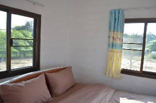 [ワンナムケオ]一軒家(60m2)| 2ベッドルーム/1バスルーム Baan see-Fah-nam-ta-lay (light blue house)