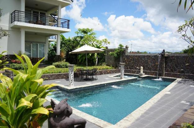 Puri12 Bed and breakfast - swimming pool view