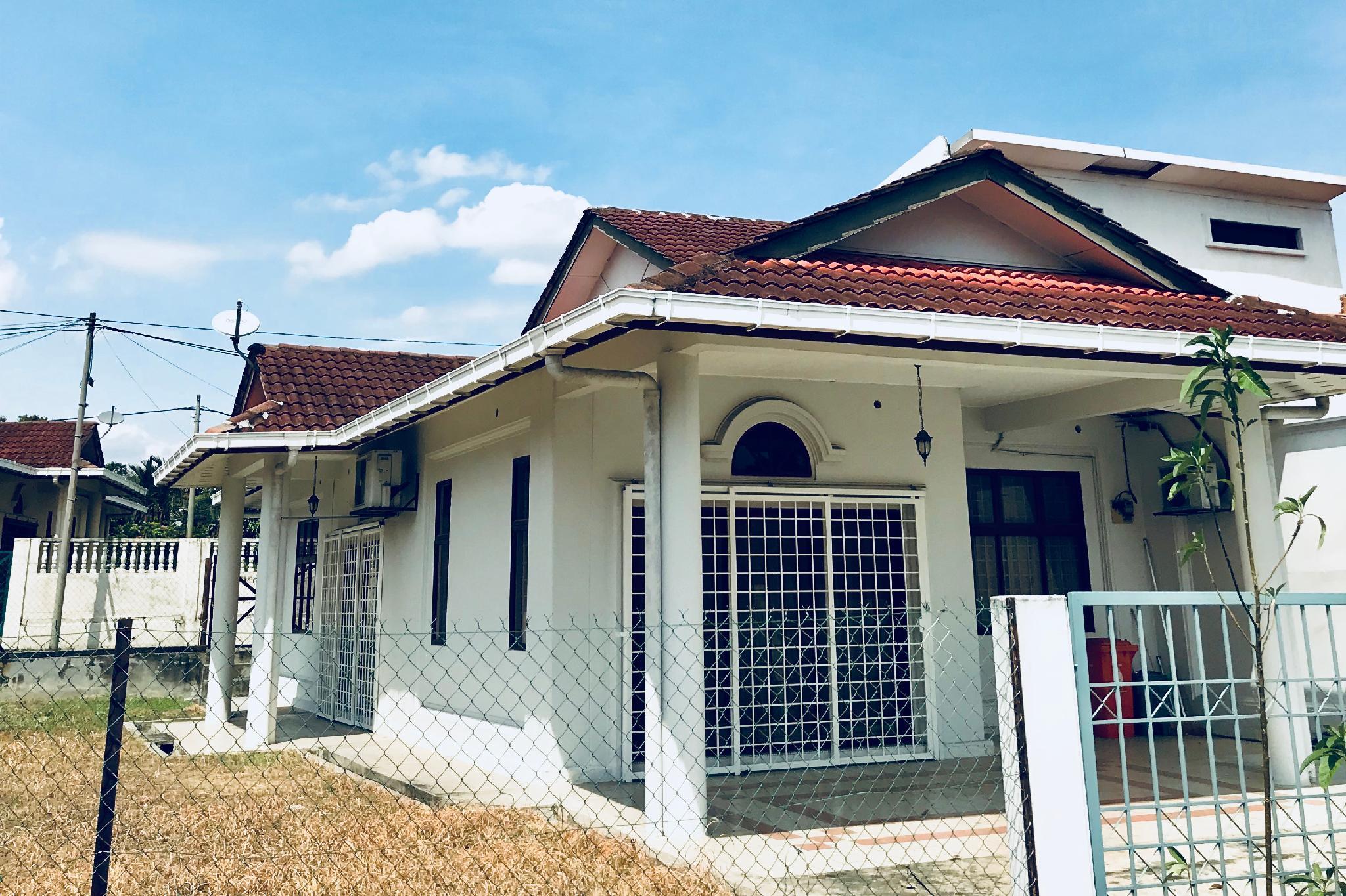 Landed Guest House At The Heart Of Kota Damansara