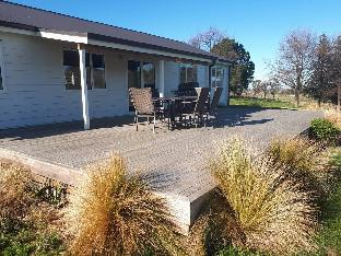 Фото отеля Akatere Lodge. Waimate. Ideal for larger groups.