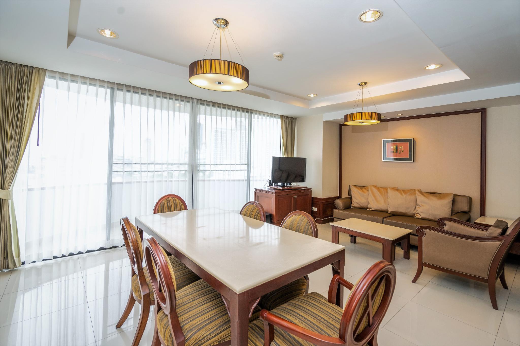 4BR Apartment Sleeps 6 Near BTS Thong Lo