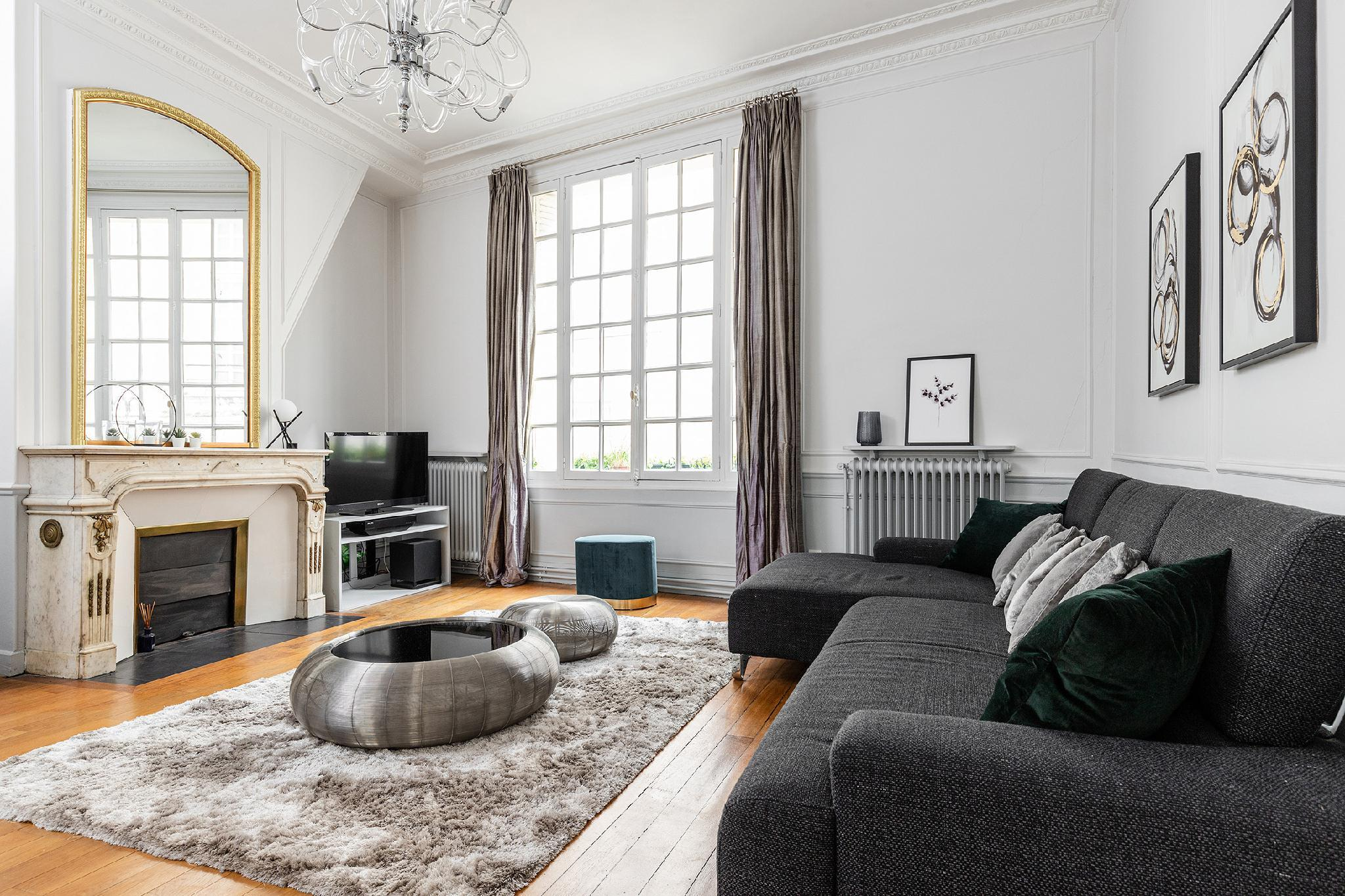 IN THE HEART OF SAINT GERMAIN- EXCLUSIVE 2BR FLAT