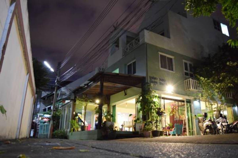 Bupatara : Superior room double bed 1 ห้องนอน 1 ห้องน้ำส่วนตัว ขนาด 30 ตร.ม. – เขตเมืองเก่า