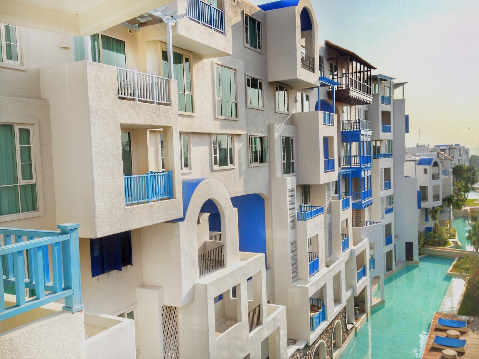 Chealona Huahin Beachfront Condominium