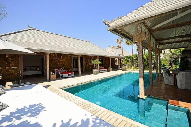 Elegant 4BR Villa in Seminyak - Centrally located
